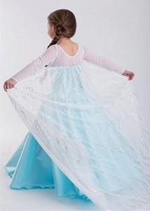 Disfraz Elsa largo con capa vista de la capa